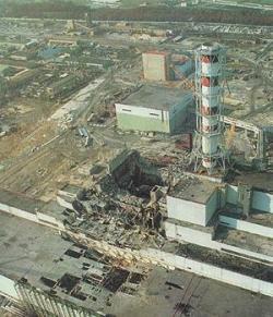 De verwoeste reactor 4 in Tsjernobyl